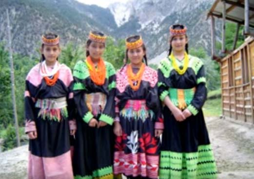 yt-pakistan-kalash-women-1