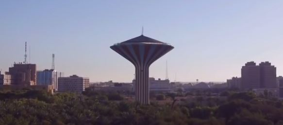 yt-riyadh-saudi-arabia-skyline-in-desert-water-tower